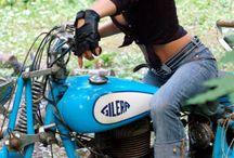 Κορίτσια σε μοτοσυκλέτες