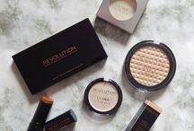 Contour and Highlight with Makeup Revolution / My latest blog post featuring some of Makeup Revolution's contour and highlighting products, http://goo.gl/qMmLpP