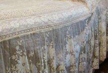 Vackra detaljer ex till sängen , inredning m.m.