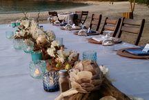 ARTFLOWER: SEASHELL & DRIFTWOOD BEACHSIDE DINNER / Florals @artflowercr #beachparty #driftwoodart #seashells #costaricabeach