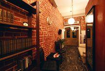 Литературный этаж / Литературный этаж мини-отеля «Невский 74» посвящен творчеству поэтов и писателей, которые жили и создавали свои великие произведения в Санкт-Петербурге