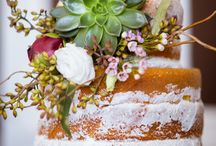 cake florals inspiration / Fresh florals for wedding cakes