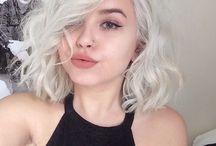 con pelo blanco o canoso