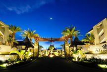 Domaine des Alizees Club & Spa, Appartement, Grand Baie / Savourez une atmosphère de charme, calme et détendue dans un cadre tropical. Les espaces de vie permettront des moments inoubliables avec la famille et les amis. Le concept original du bar-salon et le restaurant sur l'eau en font un lieu d'exception. Passez de superbes vacances à l'île Maurice!  #IleMaurice #Aparthôtel #Appartement J'❤ ILE MAURICE! ツ http://www.isla-mauricia.net/objet-ile-maurice/domaine-des-alizees-club-et-spa-appartement-grand-baie-ile-maurice-fr/