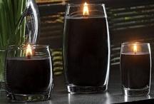 Yankee Candle Pure Radiance  / Pure Radiance to nowoczesna w stylistyce seria łącząca w sobie elegancję z nutą niepowtarzalnych i wyjątkowych zapachów. Dzięki wykorzystaniu mieszkanki wosków sojowych oraz szerokiego bawełnianego knota LumiWick Technology ™, każda świeca pali się czystym, dużym płomieniem tworząc niepowtarzalną atmosferę w każdym pomieszczeniu.