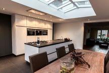 Hoogglans interieurs / Hoogglans is nog steeds populair in de wereld van interieur design. Leeuwerik heeft diverse kwaliteiten hoogglans producten in haar assortiment. (http://www.leeuwerik.nl/Alouette-puur-gloss)