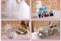 Areti / Булчински салон Areti предлага и голямо разнообразие от аксесоари за Вашата сватба. При нас можете да откриете всичко, което идеално да допълни сватбеното тържество: от воалите до малките подаръчета за гостите!