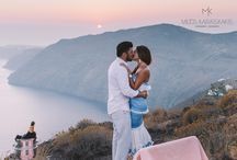 wedding proposal / A romantic wedding proposal in sunset in santorini
