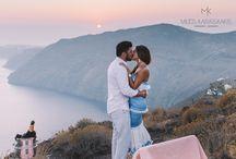 wedding proposal / A romantic wedding proposal in sunset in santorini