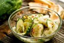 Salade de concombres marinés