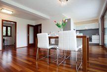 Prodej rodinného domu / Fotografie rodinného domu, po využití služeb Home Stagingu. Nemovitost prošla důkladnou přípravou tak, aby mohl být dům úspěšně uveden a prezentován na realitním trhu.