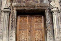 Portaluri și uși