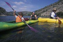 Riu Ebre / El riu Ebre és font de vida i font de cultura a la Ribera d'Ebre. Es tracta de l'eix vertebrador de la comarca i que permet gaudir-lo practicant la navegació fluvial, l'observació d'aus, el senderisme i el cicloturisme