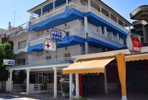 Ξενοδοχείο Γκίρνη Ολυμπιακή Ακτή  Κατερίνης Πιερία / Το πρόσφατα ανακαινισμένο Hotel Girni διαθέτει δωμάτια με θέα στον πιό κεντρικό πεζόδρομο της ολυμπηακής ακτής. Όλα τα άνετα, κλιματιζόμενα δωμάτια διαθέτουν πλήρως εξοπλισμένη κουζίνα, δορυφορική τηλεόραση και δωρεάν Wi-Fi.   http://www.girni-realestate.com , Τηλ: +30 23510 62720 Κιν: +30 6978 553773 Fax: +30 23510 62720 Email: info@girni-realestate.com
