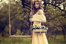 """Et la balançoire me conta son histoire / """" Bien au fond du jardin Se tient un perchoir couverte par la rosée du matin Une jolie balançoire.."""" Joëlle Nunzi - Une jolie balançoire"""
