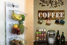 Cantinho de Café / Para os amantes de café, separamos um compilado de imagens de cantinho do café para te inspirar! Confira dicas de cantinho do café na cozinha, bar em casa e ideias de cantinho do café no apartamento. Veja também cantinho do café simples e canttinho do café no trabalho. Aproveite! #cantinhodocafe #cantinhodocafedacozinha #cantinhodocafeapartamento