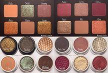 Makeup brushes & palettes
