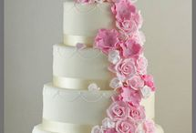 Wedding Cake / Who doesn't want a delicious, beautiful cake at their wedding?!