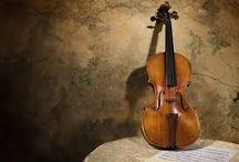 Violon / Týká se houslí, jako nástroje a různých variant jeho provedení, známých interpretů hrajících na tento nástroj a zabrousím i do historie.