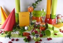 Décoration de table printanière / Des légumes et du soleil ! Pour un repas qui sent bon les herbes de Provence, choisissez des couleurs chaudes et invitez votre jardin à table !