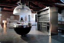 Невидимая кухня / В наше время лофтов и моды на открытые пространства как никогда остро стоит вопрос визуальной «чистоты» интерьера.