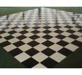 Pista de Dança Quadriculada / A pista de dança quadriculada é uma pista personalizada oferecida pela Iris Cobertura.