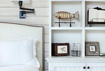 bokhylla bakom säng