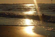 Více... / Bosky...ať jdou uzeměny plosky... Ať vnímají a cítí, ať přijímají, oslavují a Duše svítí... V tanci života přehlížíme anebo přijímáme. Okolo nás je toho mnohem víc, co vnímáme! Ticho promlouvá...k Tobě, ke mně... Píseň vděčnosti zpívá si Ze-mě... :-)