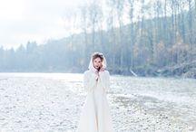Brautmantel, Capes und Brautjacken. / Unser Brautmantel hält die Braut bei einer Winterhochzeit wunderbar warm und sehen außerdem noch modisch elegant zum Brautkleid aus. Unser Brautmantel, die Brautjacken und Strickjacken zum Brautkleid sind in vielen Farben erhältlich und können individuell zum Hochzeitskleid angepasst werden.