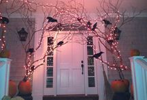 HALLOWEEN DECORATION / A simple and haunting  way to great your guests during Halloween.