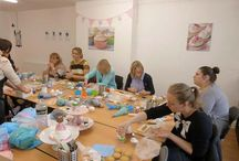 Cupcake Decorating Courses / Cupcake decorating course students and tutors creations and the students themselves.