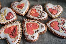 Пряники / Пряники- это сладость , которую можно и кушать и дарить и украшать ёлки ими. Их любят все и взрослые и дети!!! А ещё это может быть и красиво!