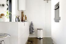 Small space living / Det er blevet hot at leve småt. Small space living giver os frihed til at bruge tiden på det, der giver os værdi. Samtidig stiller det nye krav til indretningen, for opbevaring er et kodeord, når en lille bolig skal fungere optimalt.