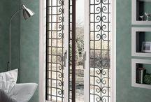 Scrigno Gold per esterni / Scrigno ha progettato e realizzato sistemi per esterni che uguagliano la qualità e l'innovazione di quelli interni, ma con soluzioni tecniche specifiche; nel contempo, questi sistemi offrono un'ulteriore possibilità di coniugare gusto architettonico, necessità di sicurezza e funzionalità nell'utilizzo degli spazi.  #portescorrevoli #desing #porteinvetro #portevetro #slidingdoors #doors #interiordesing #architect #homedecor #glassdoors #swingdoor #slidingwindows
