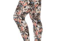 Plus Size Leggings / Floral design pattern PLUS size leggings at Leggings.Fit