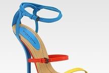 shoe addiction / by Mariana VG