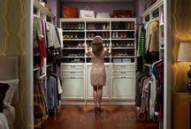 Giyinme Odası Tasarımları / Giyinme odası modelleri ve tasarımları hakkında genel resimler içerir.
