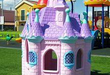 Il Parco Giochi / Un grandissimo parco giochi gratuito in cui i bambini possono divertirsi, socializzare e giocare in assoluta sicurezza