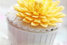 Decorated Cupcakes / Cupcakes with wonderful decorations in Sugarpaste and Gumpaste