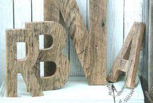 Letters en cijfers van hout en staal