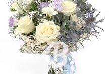 """Flori de nunta / In aceasta categorie am reunit buchete si aranjamente florale ce pot fi daruite nasilor si mirilor cu ocazia nuntii, cel mai placut mod de a trimite urarile dumneavoastra de """"Casa de Piatra"""" si noroc in viata mirilor. Dacă doriţi aranjamente de flori speciale pentru nuntă precum lumânări sau buchete de mireasă accesaţi siteul dedicat www.florinunta.ro"""