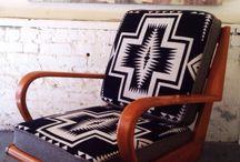 Židle, pohovky, obývák