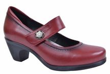 Pretty Big Shoes / Women's shoes in large sizes.