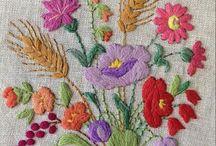 ricami con fiori per tovaglie
