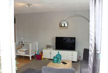 verkoopstyling door STYLING22, appartement. / Dit ruime 3-kamer appartement had een babykamer met opvallend gekleurde muur. Niet iedere potentiële koper kan daar doorheen kijken. STYLING22 heeft meteen nog twee alternatieven voor de babykamer gestyled!