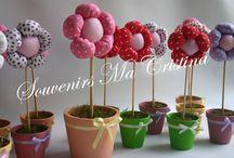 Hermosas flores con macetas !!! / Hermosas flores con macetas !!! ideales  como souvenirs , regalo , decoración , centros de mesa visita mi blog http://souvenirmacristina.com/