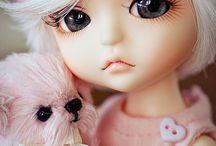 Dolls / Doll