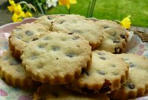 Chocolate Chip Recipes / Every Chocolate Chip recipe you could ever bake, white chocolate chip, milk chocolate chip, dark chocolate chip. Scones, cookies, shortbread, biscuits, cakes, cheesecake & more