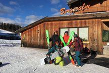 Ski & Freizeit Arena Bergeralm x-challenge / Hier gibt es Bilder von unserem Aufenthalt im Wipptal in der Ski & Freizeit Arena Bergeralm. Dort stellten wir uns einem Winter-Bockerl-Rennen mit anschließendem Wetteinsatz, einen Schlepplift ohne Ski und Snowboard hochfahren. Nach der Challenge stand auch noch ein Besuch in den BBT Tunnelwelten am Programm.
