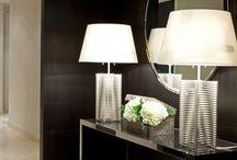 Entre/gang / Ideer til liten entre/gang. Mørke vegger, speil, innslag av treverk, gull/bronse, hvitt og grønt